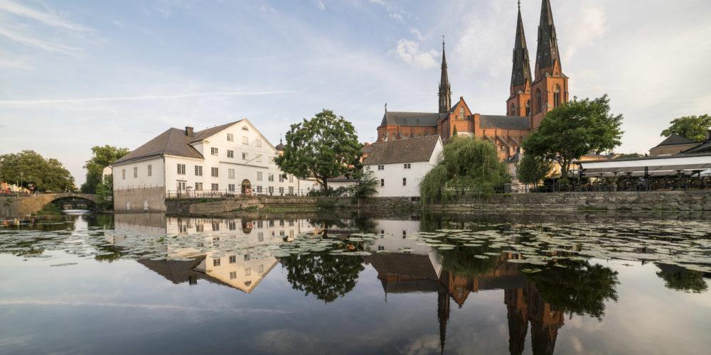 Fyrisån vid Kvarnfallet och Uppsala domkyrka.